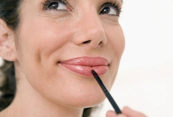 Trang điểm môi cho người trung niên