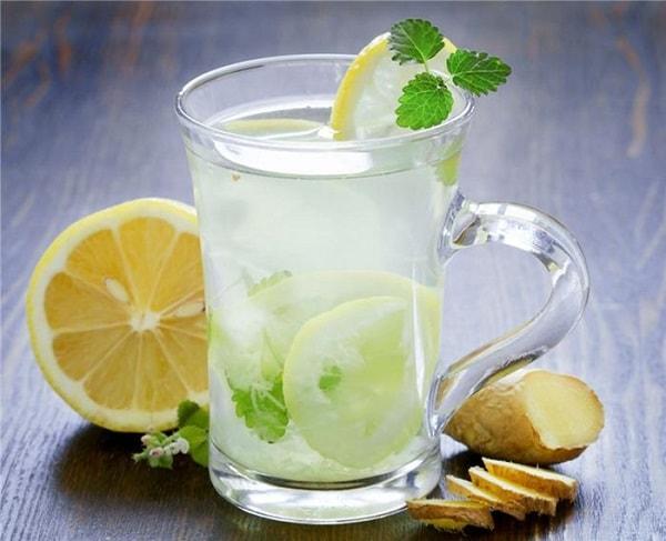 Nước detox làm từ chanh vàng, chanh xanh, dưa chuột