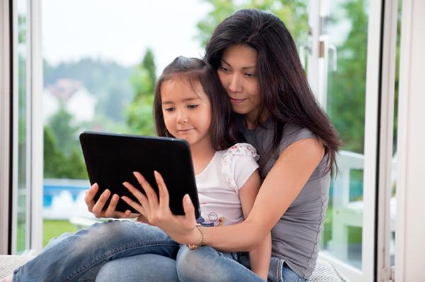 Mẹ có thể sử dụng mxh: Face, youtube để giúp bé học tập