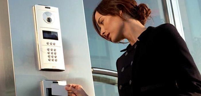 Những ưu và khuyết điểm khi sao chép thẻ từ thang máy