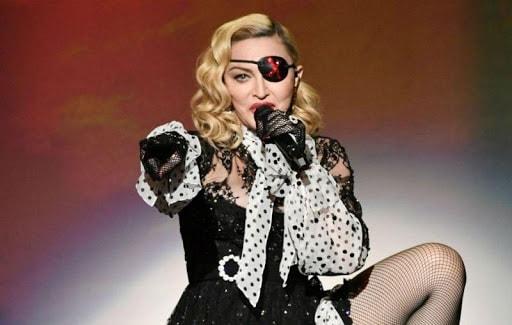 Madonna là một ngôi sao giải trí nổi tiếng người Mỹ.