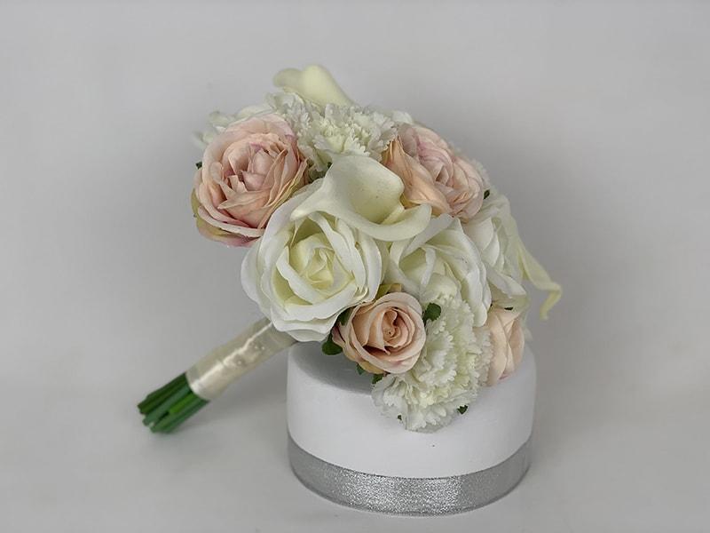 Hoa hồng đại diện cho một tình yêu bất diệt và cháy bỏng
