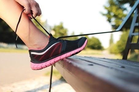 Một đôi giày phù hợp là giải pháp tốt tránh bị phồng chân