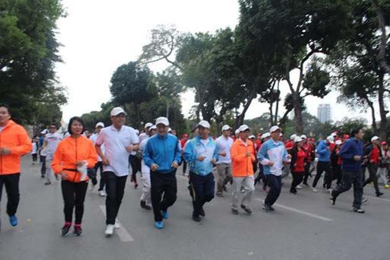 Chạy marathon tại Hồ Gươm