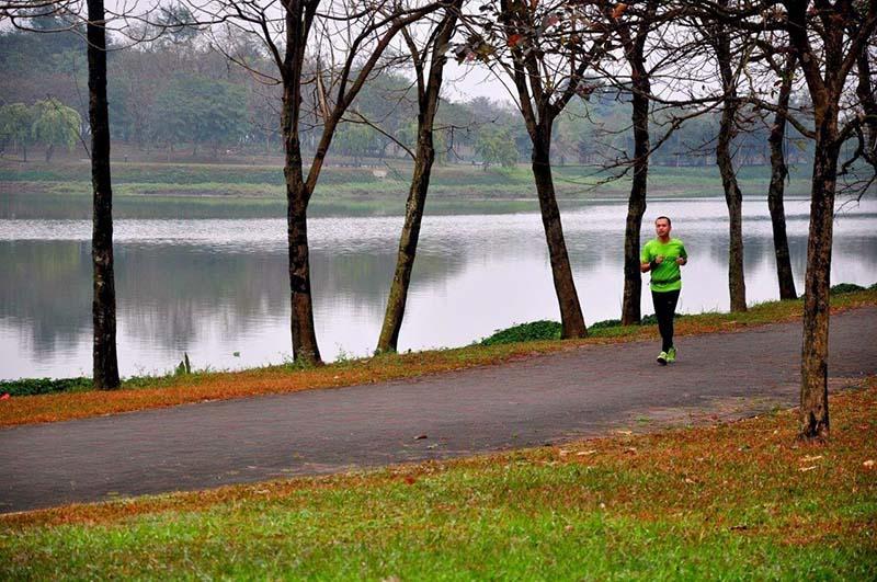Chạy marathon tại Công viên Yên Sở